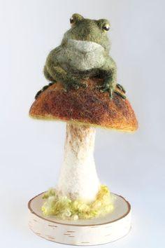 Kröte und Pilz Skulptur, kundenspezifisch konfektioniert, Toad Kunst, Pilz-Art, Nadel Gefilzte Kröte Skulptur