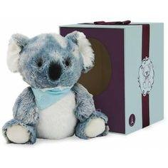 """Der Les Amis Koala lädt zum Kuscheln ein. Er hat eine handliche Größe von 19 cm, kommt in einer tollen Geschenkbox und kann bei 30 Grad in der Maschine gewaschen werden. Dieser Koala ist """"allerliebst"""" und eine tolle Geschenkidee. Masse ca:  10.3x10.5x10.3,  Gewicht:  0.218kg, waschbar bei 30°, ab Geburt geeignet Bandana, Small Baby, Baby Center, Cute Faces, Baby Love, Your Child, Plush, Teddy Bear, Texture"""