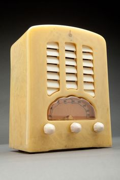 "Emerson BT-245 ""Tombstone"" Alabaster + White Catalin Radio | Radios | Decophobia"