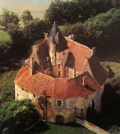 "castlesandmanorhouses: ""Château de Meauce, Saincaize-Meauce, Nièvre, Bourgogne-Franche-Comté, France. www.castlesandmanorhouses.com Apparently built in the thirteenth century it was ravaged around 136-70 during the Hundred Years' War, and rebuilt..."