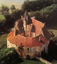 "castlesandmanorhouses:  ""Château de Meauce,  Saincaize-Meauce, Nièvre, Bourgogne-Franche-Comté, France.  www.castlesandmanorhouses.com  Apparently built in the thirteenth century it was ravaged around 136-70 during the Hundred Years' War, and rebuilt..."