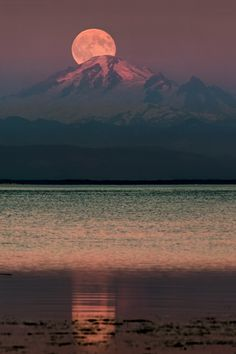 0ce4n-g0d:  The Moon over Mount Baker by Alexis Birkill