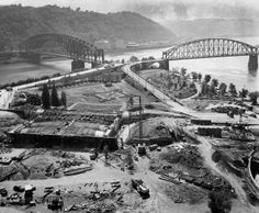 By a small park had emerged at the Point (Pittsburgh Press) Pittsburgh Bridges, Pittsburgh City, Pittsburgh Pirates, Pittsburgh Steelers, Pittsburg Pa, Pennsylvania History, Ohio River, Places To Visit, Landscape