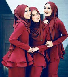 "520 Likes, 5 Comments - Ide Pernikahan Terbaik (@pengantin.indo) on Instagram: ""bridesmaid dress inspiration from @ashhannas"""