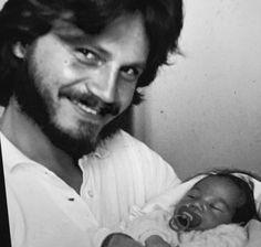 Tal pai, tal filho...Rodrigo Santoro bebê e seu pai.