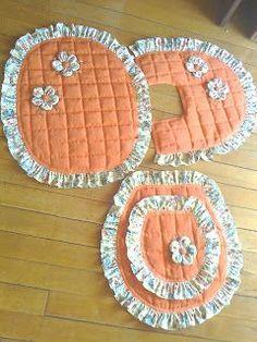 Artesanato com Criatividade: Jogos de banheiro de tecido Application Pattern, Sewing Projects, Projects To Try, Bathroom Crafts, Embroidery For Beginners, Cute Diys, Craft Organization, Plant Hanger, Diy And Crafts