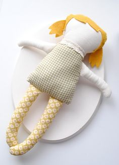 Homemade dolly with link to tutorial and pattern on Martha Stewart page - use felt for hair and muslin for face and arms.  Watch video tutorial on Martha's website for additional helpful tips.