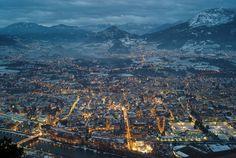 Questa è una delle tantissime foto che si potranno fare da Sardagna (frazione del comune di Trento). Quella che vediamo è la città di Trento, attorniata dalle sue montagne.