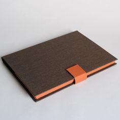 本、箱を作るのは初めてという方でも短時間で素敵な本や箱が作れます。 材料、用具は全てスタジオで用意しておりますので気軽にご参加下さい。下記4種類のワークショップの中からご希望のものをお選びいただけます。 ...