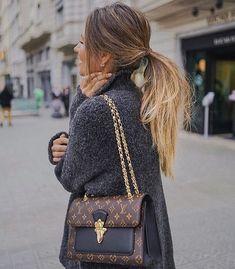 Bags Louis Vuitton LV black Logo #ageless #agelessjeunesse #instantlyageless #comotirarolheiras