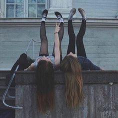Two grunge girls Foto Best Friend, Best Friend Goals, My Best Friend, Pale Tumblr, Grunge Tumblr, Best Friend Pictures, Friend Photos, Grunge Photography, Urban Photography