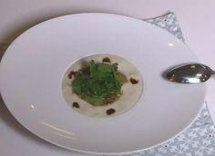 Une recette de crème de topinambours accompagné d'un foie gras juste poêlé et d'une salade d'herbes.