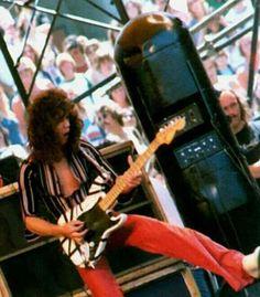 Extensive Van Halen fan discussion forum, news, media, and links since Eddie Van Halen, Rock N Roll Music, Rock And Roll, Van Halen 5150, Just Beautiful Men, Glam Metal, Greatest Rock Bands, Music Theory, Hard Rock