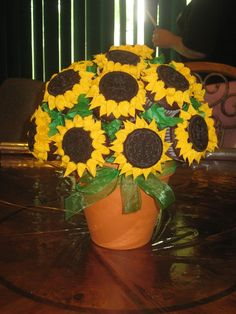 I might have to make this for my birthday, I will chance it up a little because I am not a Oreo fan. <3 Dana <3 Sunflower Cupcake Bouquet! — Cupcakes!
