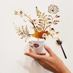 Coffee And Tea Turned Into Beautiful Art By Giulia Bernardelli You are in the right place about coffee art drawing … Coffee Artwork, Coffee Cup Art, Coffee Painting, My Coffee, Coffee Mix, Coffee Plant, Art Aquarelle, Food Artists, Coffee Illustration