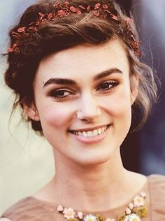 Ahhh....Keira Knightley before she looked anorexic. I like.