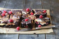 BROWNIE- OG OSTEKAKE MED BRINGEBÆR   TRINES MATBLOGG Brownies, Cereal, Muffin, Sweets, Breakfast, Desserts, Recipes, Food, Cake Brownies