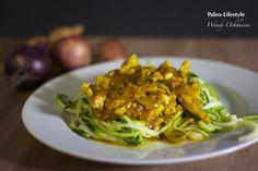 Kruidige kip curry met noodles van courgette