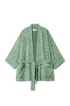 The Octave Kimono combines fine style and minimal form. This short kimono is fully lined for comfort and has two patch pockets and a wrapping belt. - The m
