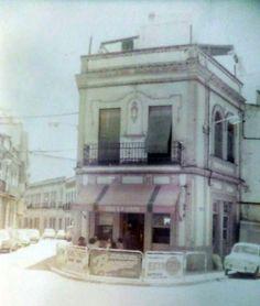 Bar LA COPA.  Uno de los bares con más solera de Huelva. Su fundador D. Manuel Castilla Velez y su esposa Dª Soledad García Bueno en los años 30.  Situado en la confluencia de la calle Palos y la calle Tres de Agosto.