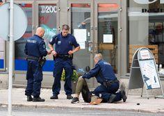 """Шпанија, Финска, Немачка: Исламисти масакрирају људе на Европским улицама (видео)  Један човек је убијен, а други је рањен у нападу ножем у немачком граду Вуперталу, на западу земље, а нападач је и даље у бекству, саопштила је данас полиција. """"Можемо потврдити да ј"""