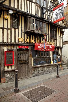 Ye Olde Pumphouse Pub (17th century).Hastings Old Town, East Sussex, England