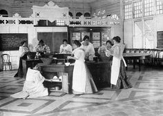 Original Caption: 'Philippines: Philippine girls in school learning how to do various types of kitchen works. Date Photographed: June 1913 Credit: © Bettmann/CORBIS Angeles City Philippines, Filipino Culture, Filipino Art, El Nido Palawan, The Spanish American War, Philippines Culture, Filipiniana, Vintage School, Historical Pictures