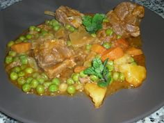 Ragoût d'agneau aux petits pois Portuguese Recipes, Portuguese Food, Beef, Chicken, Portugal, Simple, Mushy Peas, Kitchen, Recipes