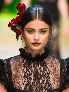 Taylor Hill walks the runway at the Dolce & Gabbana show during Milan Fashion Week on September Dolce And Gabbana Makeup, Dolce Gabbana, Mode Lookbook, Taylor Marie Hill, Taylor Hill Style, Look Fashion, Milan Fashion, Her Hair, Balmain