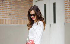 Midi suknja i košulja: Najženstvenija kombinacija koju možete nositi ove sezone