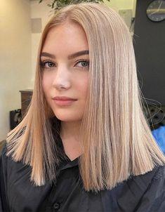 Ideal Look of Medium Blonde Hair & Highlights for 2021