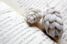 weiße Blüten aus Kaltporzellan selbst machen