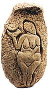 Venus of Laussel (Venus de Laussel, Prehistoric era, ca. 22,000 BC) was found in Dordogne, France at the entrance to a cave that was both a dwelling place and a ceremonial site