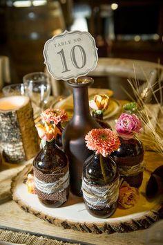 centro botellas Centros de mesa con velas o botellas (de vino, cerveza, etc).