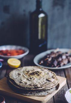 TRY: Gluten-free, metabolism-friendly pita bread! Made from buckwheat flour. Chapati, Gluten Free Baking, Gluten Free Recipes, Greek Pita Bread, Buckwheat Recipes, Buckwheat Bread, Patisserie Sans Gluten, Sandwiches, Vegan Bread