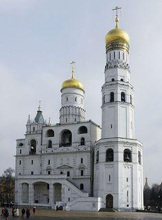 Музей кремля в москве - уникальный музейный комплекс, включающий в себя Оружейную палату. Она открылась для публики в 1806 году. В музее находится более 160 тысяч единиц хранения. Московский Кремль включен в Список всемирного культурного и природного наследия ЮНЕСКО.