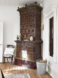Wood burning stove - looks like a chest on chest. Stove Fireplace, Fireplace Mantels, Fireplaces, Old Stove, Small Fridges, Vintage Stoves, Antique Stove, Swedish Design, French Country Decorating
