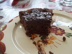 Pas le temps de Prendre le gâteau en photo, mes Zhoms Ont tout mangé Recette: Votre Marché 4 oeufs 1 tablette chocolat Meunier 2CS Farine 1CS fécule de maïs Pour le glaçage: 2 barres de chocolat + 100g Ramoli beurres 1: 4 jaunes d'oeuf + 100g Sucre: Mélanger...