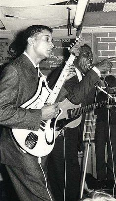 Hubert Sumlin - ,with Howlin' Wolf, was a Chicago blues guitarist & singer. Rhythm And Blues, Jazz Blues, Blues Music, Blues Artists, Music Artists, Instrumental, Classic Blues, Delta Blues, Muddy Waters