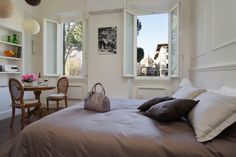Holiday apartment in Santa Croce area. Beautiful room with a view of the dome in florence historical center. Even more conforts that a hotel room with a view in Florence.