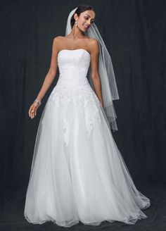 David's Bridal Collection Strapless Tulle Ball Gown with Lace Embellishments Style WG3316
