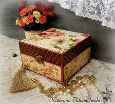Wooden jewelry box. 16x16x10 sm. Decoupage.