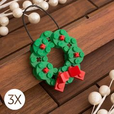 Every Christmas tree deserves one of these Lego ornaments Jeder Weihnachtsbaum verdient eines dieser Lego-Ornamente Lego Christmas Ornaments, Lego Christmas Village, Noel Christmas, Christmas Decorations, Mexican Christmas, Handmade Decorations, Lego Activities, Christmas Activities, Christmas Projects