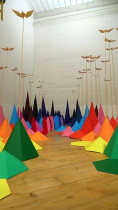 Beautiful New Origami and Wood Landscape Installation Paris-based street artist Mademoiselle Maurice recently collaborated with installation artist Sarah Applebaum to create a colorful landscape made of paper and wood. Origami Installation, Artistic Installation, Mademoiselle Maurice, Instalation Art, Wooded Landscaping, Origami Art, Origami Lantern, Visual Display, Oeuvre D'art