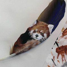 Sur des Plumes elle Peint de Saisissants Portraits d'Animaux