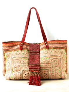 Bags made of blankets - for inspiration (selection) / Handbags, clutches, bags / SECOND STREET My Bags, Purses And Bags, Boho Chique, Ethnic Bag, Estilo Hippie, Carpet Bag, Look Boho, Boho Bags, Hippie Bags