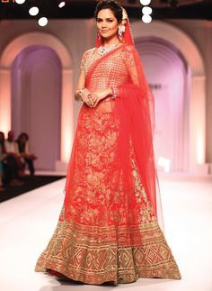 Esha Gupta walked the ramp for Adarsh Gill at the Indian Bridal Fashion Week 2013 at Delhi 01 Indian Bridal Fashion, Indian Wedding Outfits, Bridal Fashion Week, Indian Outfits, Indian Clothes, Wedding Dresses, Ethnic Fashion, Asian Fashion, Modern Fashion