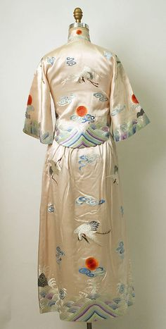 Chinese dress back view Traditional Fashion, Traditional Outfits, Chinese Clothing, Chinese Dresses, 1930s Fashion, Vintage Fashion, Vintage Dresses, Vintage Outfits, Japanese Kimono
