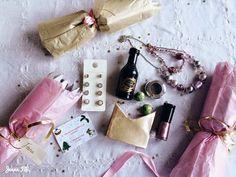 Jenna Fifi - DIY homemade Christmas crackers contents/fillers. Chocolates, jewellery, glitter, makeup