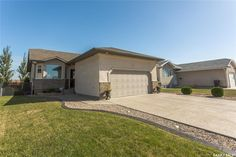 4 NEW Bay in Emerald Park: Residential for sale : MLS® # SK705292